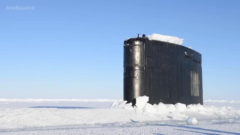 Всплытие подводной лодки в артике...o