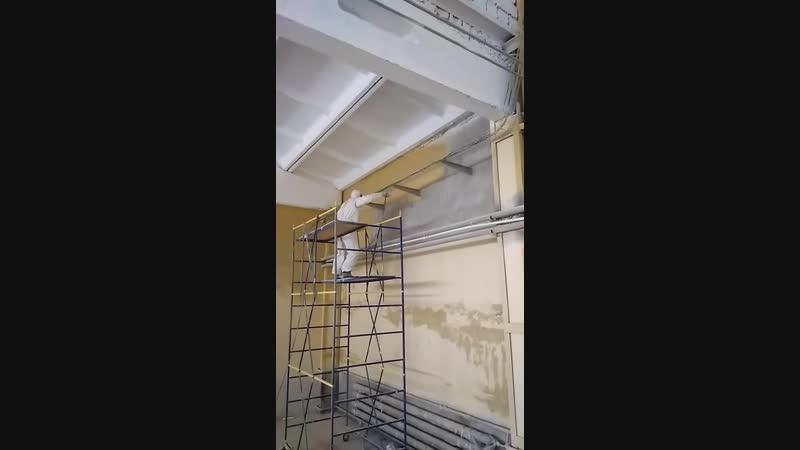 Выполняются покрасочные работы в помещении Маслозавода.
