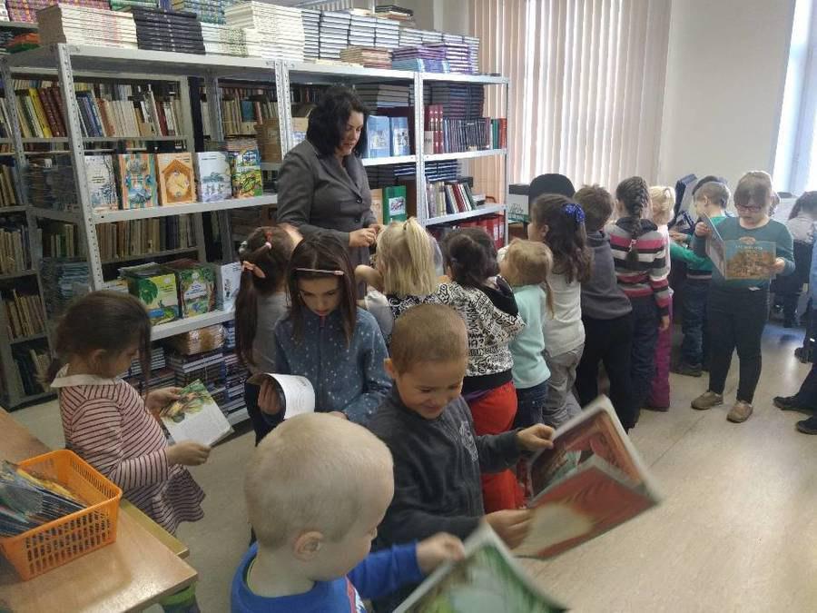 Дошколята Ховрина побывали на экскурсии в школе на Петрозаводской