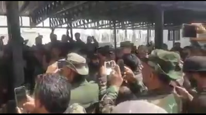 Бригадный генерал Сухаил Аль-Хассан (Аль Нимр) среди своих бойцов в Восточной аль-Гуте