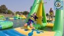 Парк аттракционов на воде необычный аквопарк Дети на полосе препятствий МанкиТайм