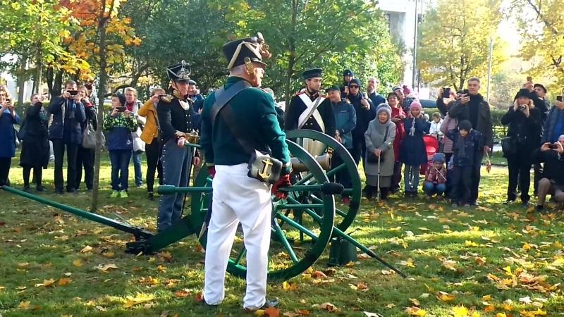 в Московском саду стреляют их пушки Юбилей Московких ворот. 180 лет