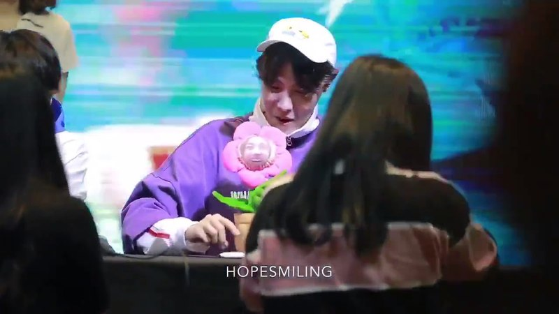 [180603] BTS JHOPE IMITATING THE TOY THAT FAN GAVE HIM @MIHWADANG FANSIGN 2018
