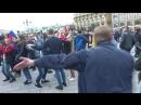 ФСБ разгоняет несанкционированный митинг иностранных болельщиков на манеже.