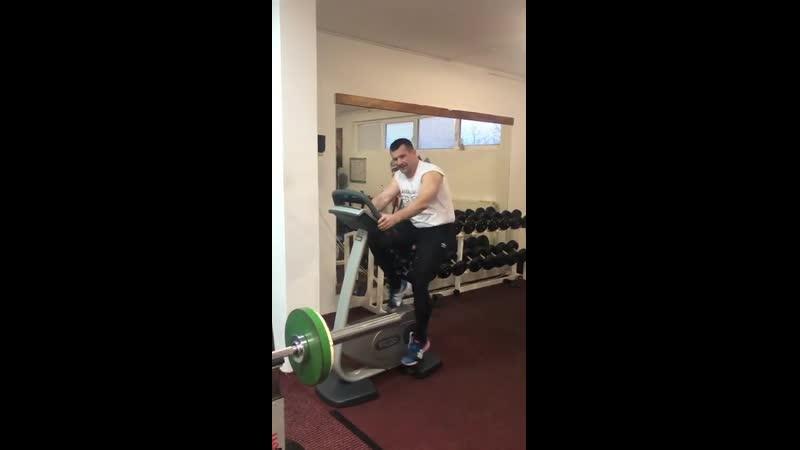 Дядя Мирко потихоньку тренируется!