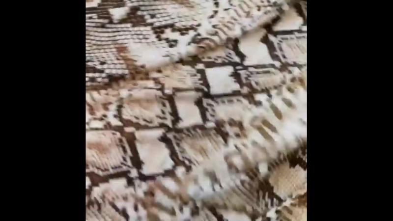 Трикотаж Just Cavalli 🐍🐍🐍 . Еще одна змеюка в нашем ассортименте. Благородная расцветка. С такой тканью у вас выйдут шикарные