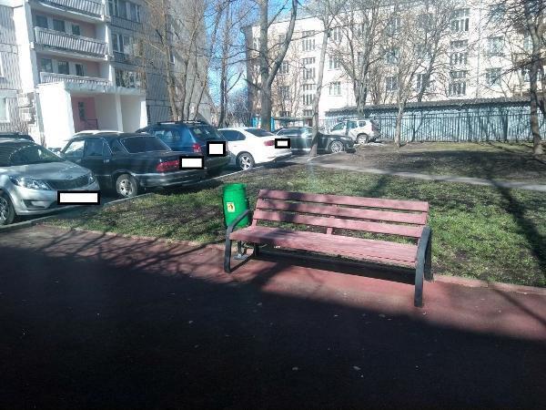По просьбе жителя на детской площадке на Псковской установили урну