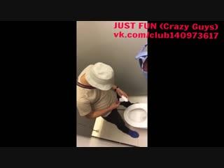 Stud wankin in toilet spy indonesia wanker caught член хуй дроч cock penis wank jerk public