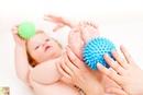 Упражнения с массажными мячиками для детей.
