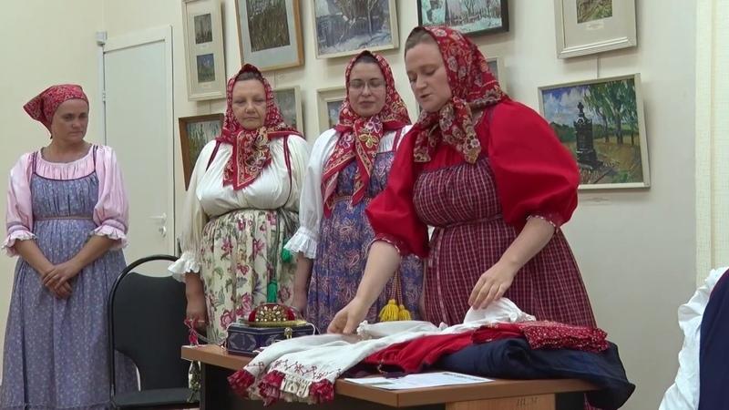 Сарафан и платок – как одевались женщины на Руси?