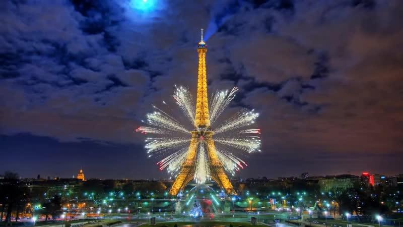 Эйфелева башня фейерверк 1