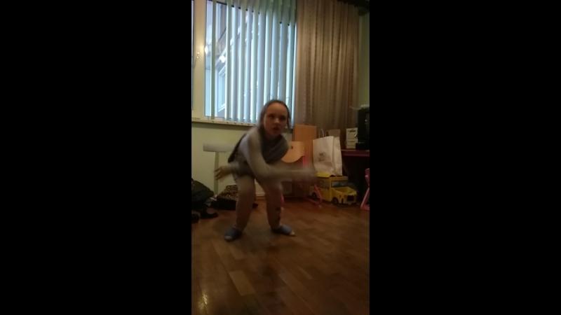 Таис снова танцует