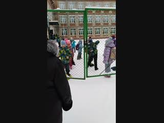 Детки в клетке. В пермской школе детей закрывают на замки для защиты от террористов