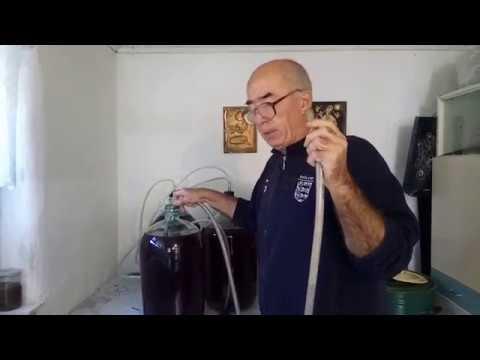 Домашнее вино - первое снятие с осадка и второе добавление сахара