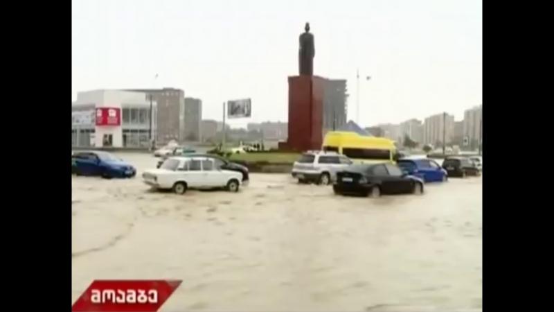 1550 Грузия. Дождь. Город Рустави. 2 июня 2018.