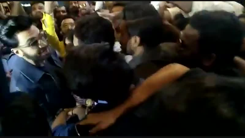 Fan clubs go into a frenzy as @RanveerOfficial makes his entry at SimmbaTrailer launch