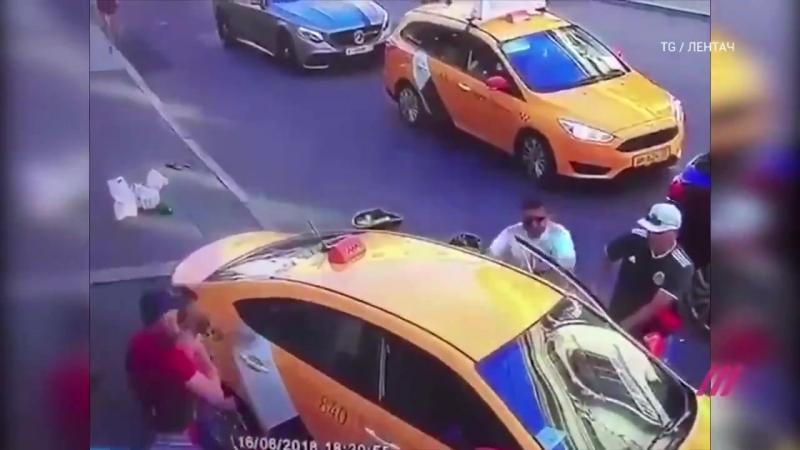 В Москве таксист выехал на тротуар и сбил 7 х человек Пострадали и мексиканцы
