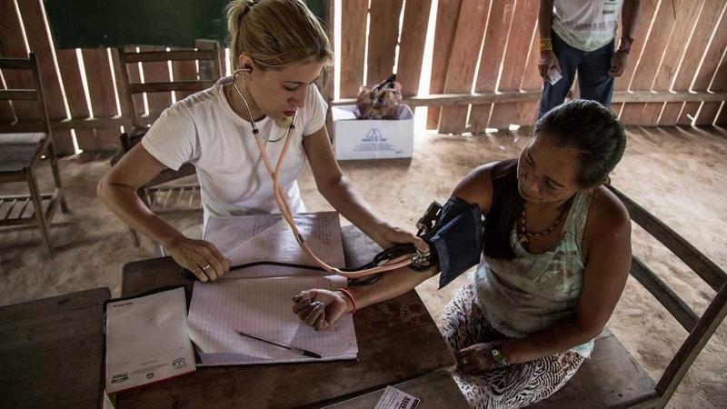 Ministério da Saúde apela aos médicos cubanos que ficaram no Brasil e propõe 'novo Revalida'