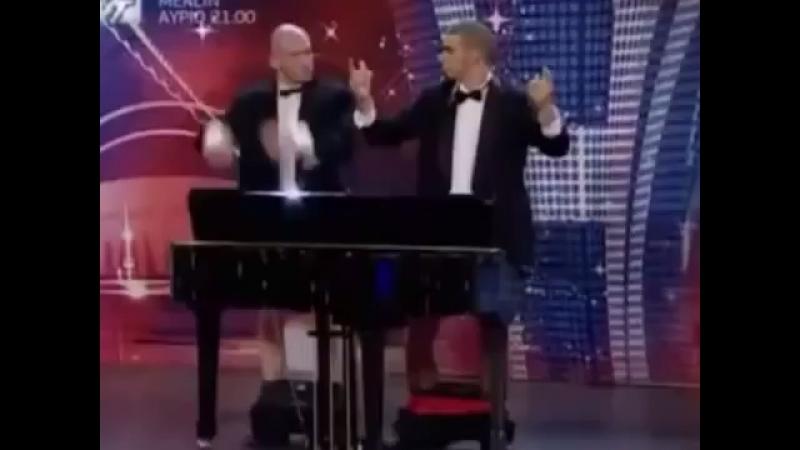 Пенисом на пианино 😂