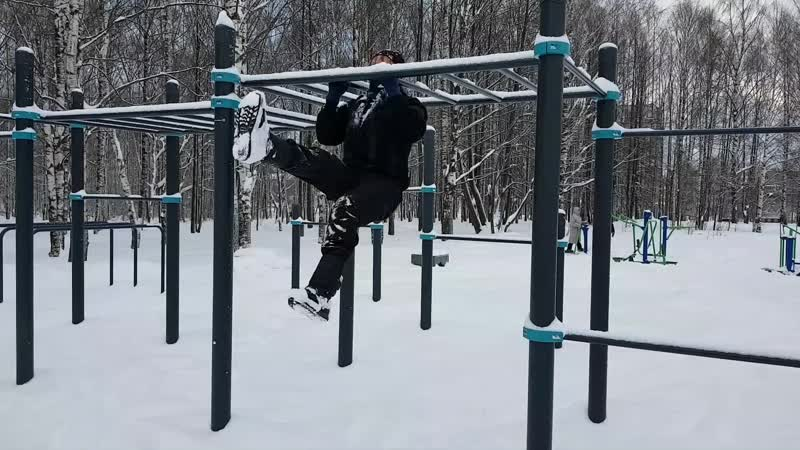 Порхающие подтягивания на рукоходе - воркаут зимой