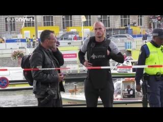 Два человека ранены при нападении с ножом в Амстердаме…