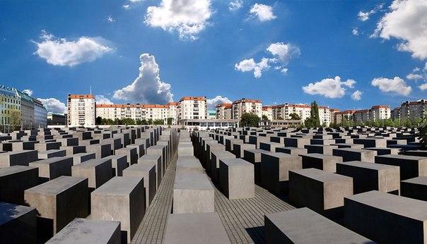 10 мая 2005 г. 13 лет назад В Берлине открыт мемориал жертвам Холокоста Мемориал жертвам холокоста в Берлине