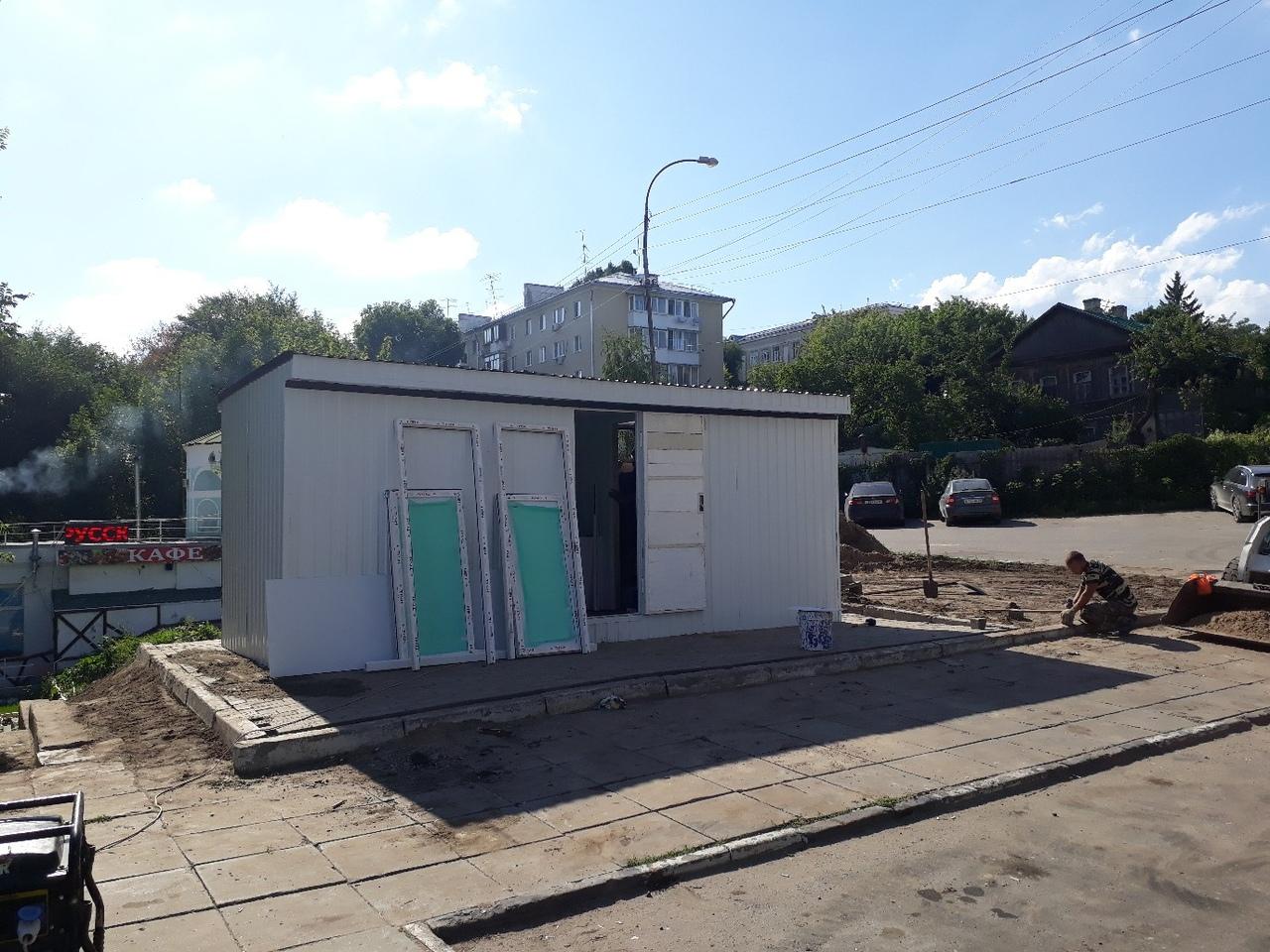 На Набережной Космонавтов, напротив фонтана «Сердце Волги» и совсем рядом с домом Чернышевского, появился общественный туалет  #наблюдение