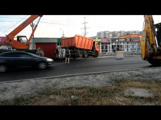 КамАЗ ушел под асфальт. Ульяновск 25.06.18