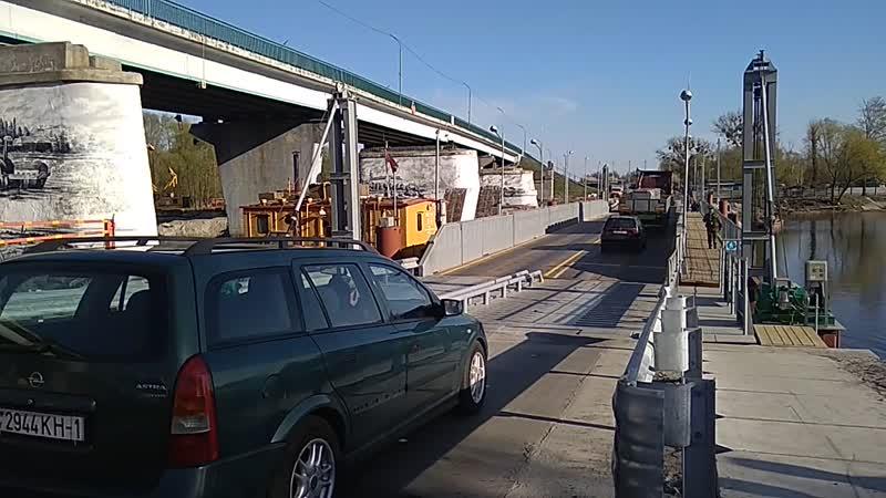 Движение по временному мосту в Пинске