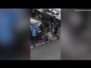 Afrique sur Seine Mob drischt wie eine wildgewordene Horde mit Stöcken auf Jugendlichen ein Video