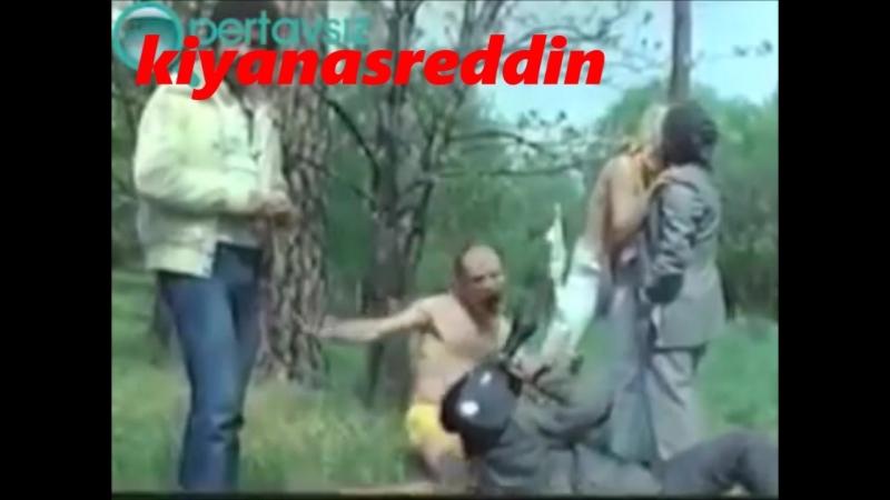 Türk filmi Gül Hasanda ormanda porno filmi çekmeye çalışma sahnesi - Tuncel Kurtiz Müjdat Gezen filmi topless secene