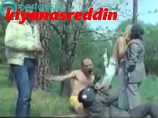Türk filmi Gül Hasan'da ormanda porno filmi çekmeye çalışma sahnesi - Tuncel Kurtiz Müjdat Gezen filmi topless secene
