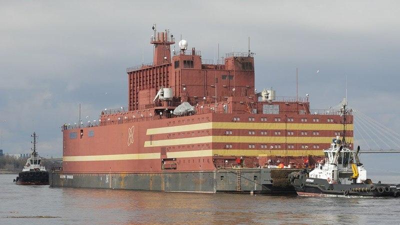 В Мурманске пришвартовался плавучий энергетический блок «Академик Ломоносов»