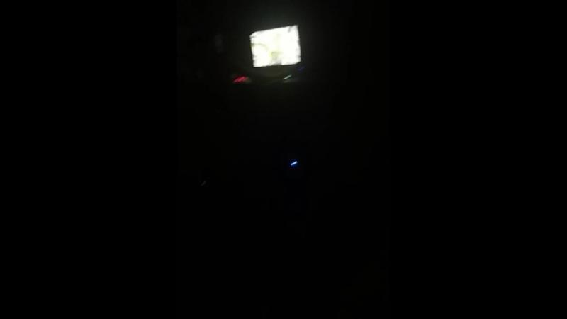 Сидим у меня в 1:12,не хотим спать, Дэн играет, я лежу на кровате и болею..