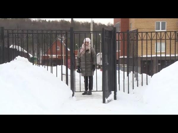 Жители одного уфимского дома оградили свой двор забором