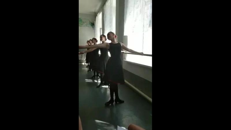 Экзамен по народному танцу