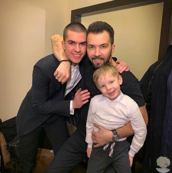 Денис Клявер с сыновьями