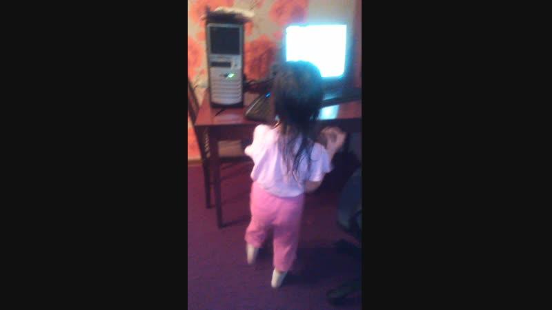 Беспалевные танцы моей сестры :D