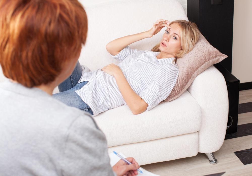 Нейро-лингвистическое программирование, как терапия, стремится помочь пациентам учиться преодолевать собственные проблемы.