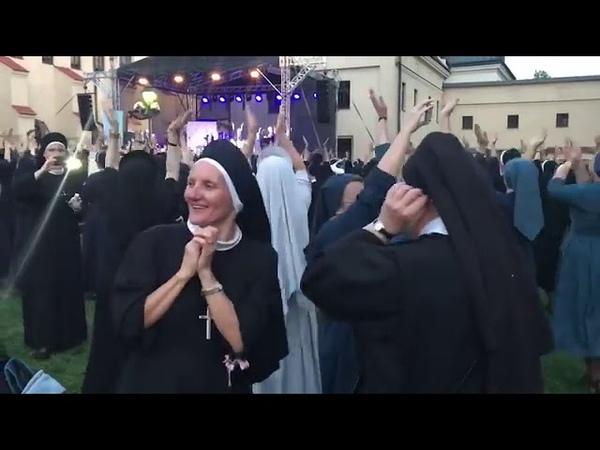 Монашки пошли в пляс