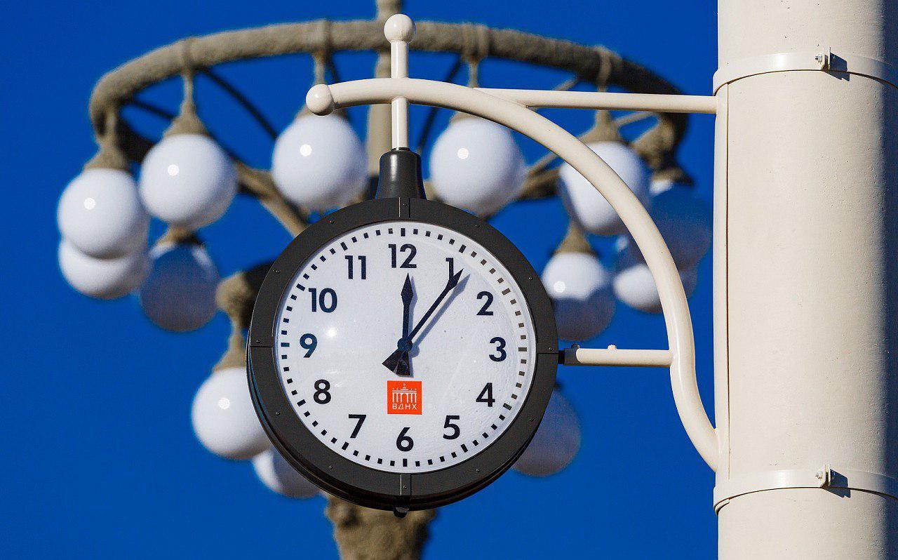 Исторические уличные часы вернулись на ВДНХ