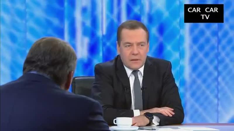 Разговор с Дмитрием Медведевым. Испанец смотрит и ржёт