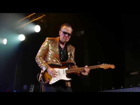 Joe Bonamassa (in a sparkly gold jacket) - Hummingbird - 8/11/18 Ryman Auditorium - Nashville