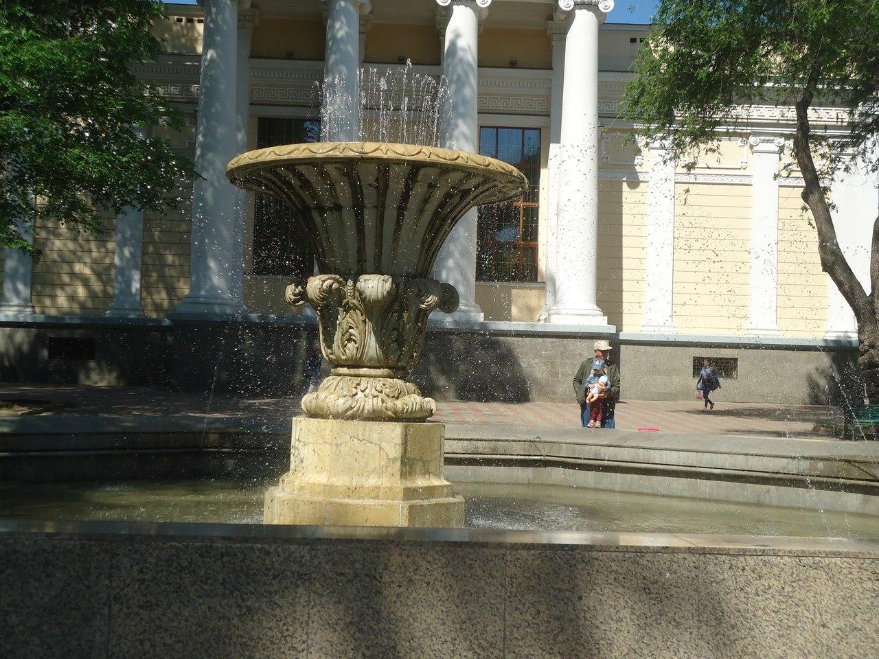 Фонтан у Свято-Успенского Собора Одессы