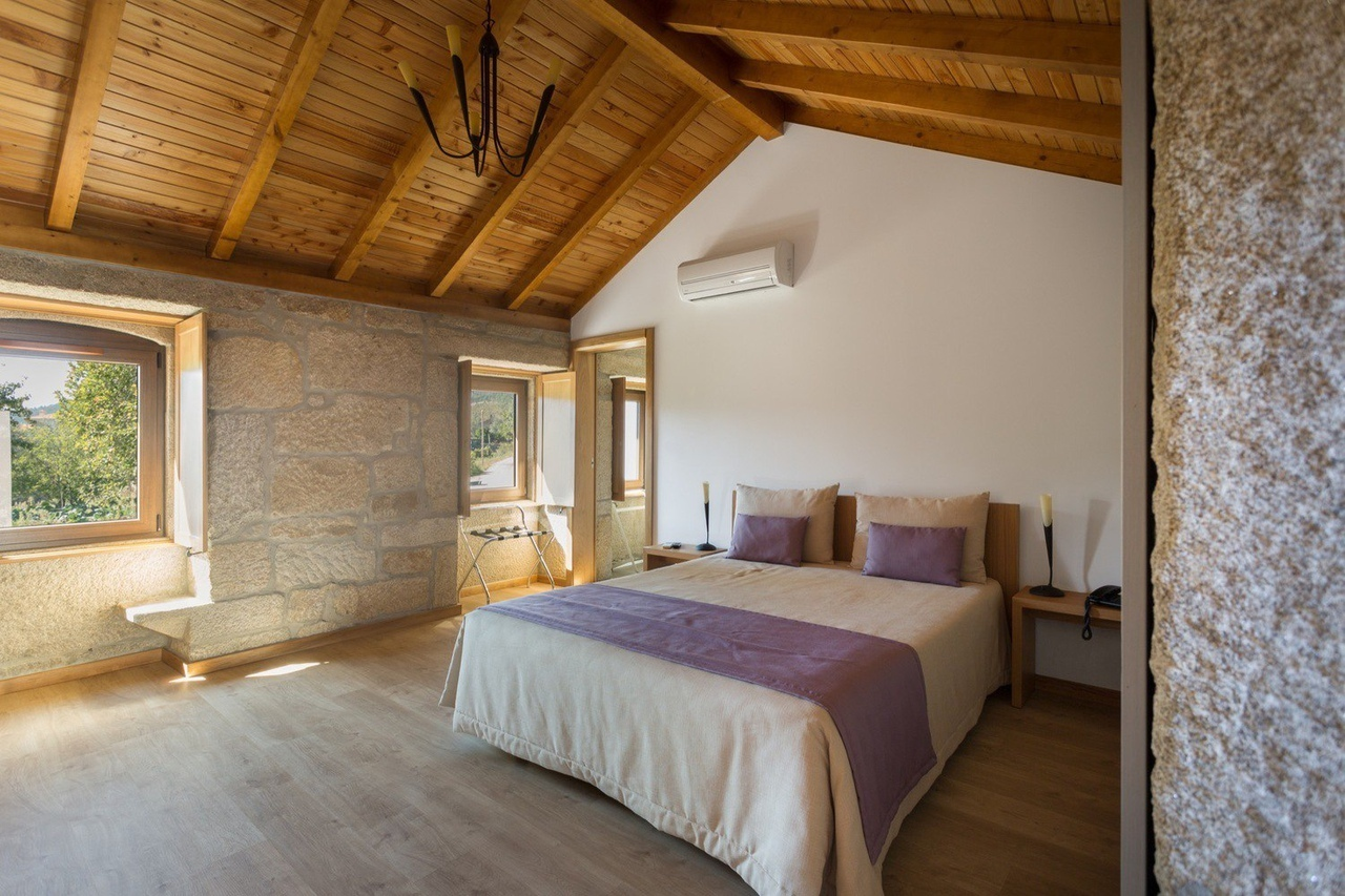 Rural Hotel / Rómulo Neto