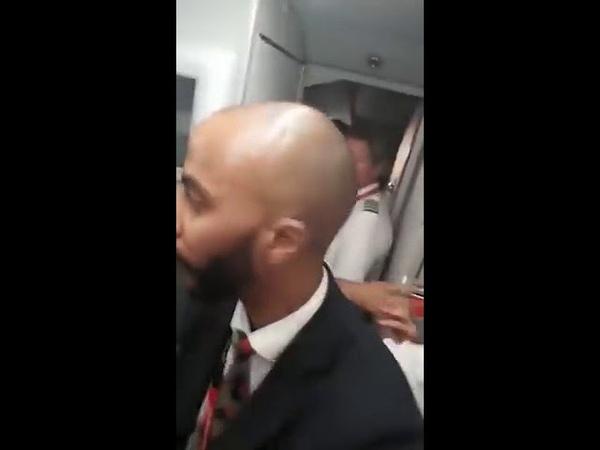 Мужик взбесился и набросился на стюарда: до чего доводит задержка рейса