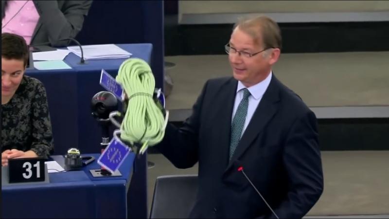 Emmanuel Macron humilié par un député belge en plein parlement européen et lui offre une corde pour se pendre !