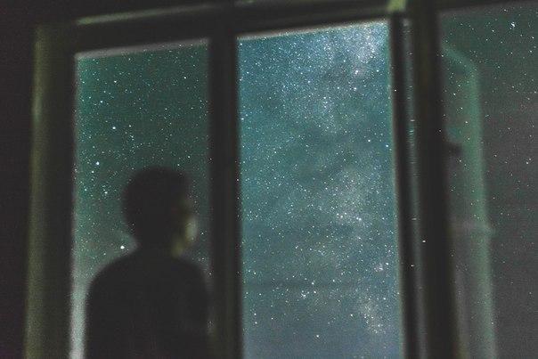 Лучше уж жить в одиночестве, чем надоедать тем людям, которые в тебе не нуждаются.