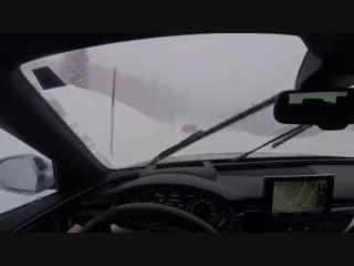 Зимний батл Audi RS6 vs. Porsche 911