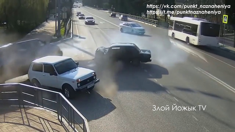 На таран \ Летуны водятлы 80 лвл \ Придурки на дороге \ Злой Йожык TV
